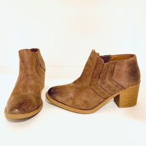 Qupid Brown Ankle Boots Size 8.5